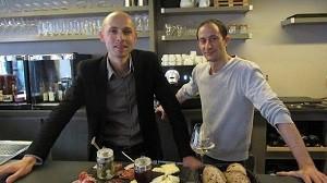 Jean-Philippe Gros et Franck Gérome, propriétaire du bar à vins à Le mans